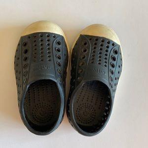 Native toddler Jefferson shoes black slip on Sz 4